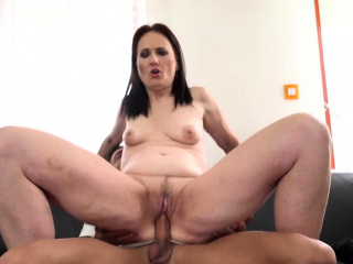 Mature slut fucked