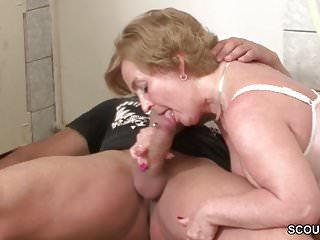 Bubi fickt seine eigene Oma durch