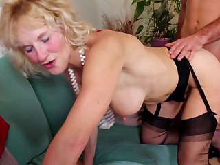 Ardent British MILF suck and fuck lucky guy