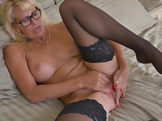 Canadian mature mom Bianca needs your cock