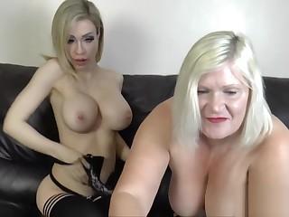 Granny loves to lick pussy really hard
