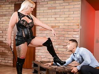 Anna Valentina & Mugur in Submissive Client, Scene #01 - 21Sextreme