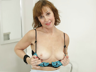 Lady Valentina Solo in the Office - SexLikeReal