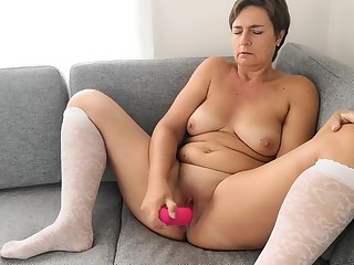 horny chubby Mature Anna play with an big toy