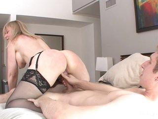 Ejaculant On Curves Boobies Of Mom Nina Hartley